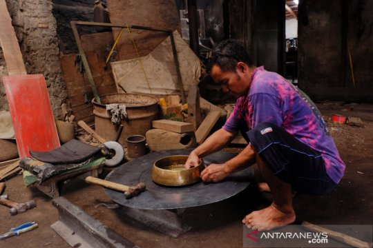 Kerajinan gamelan Bantul banyak dipesan pelanggan dari luar Jawa