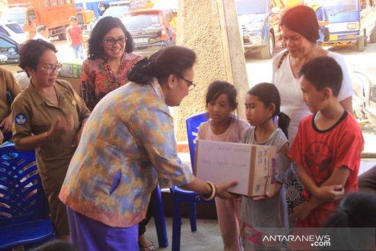 Anak-anak PAUD salurkan bantuan untuk anak-anak pengungsi Wamena