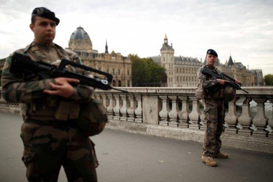 Penyerang Mabes Kepolisian Paris miliki data kolega polisi lainnya