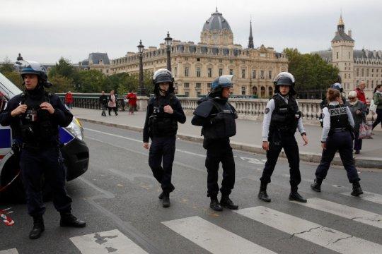 Lima orang ditangkap terkait serangan di markas Kepolisian Paris