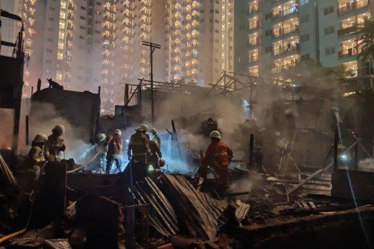 Tiga warga Cawang korban kebakaran dibawa ke rumah sakit