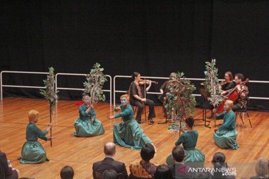 Orkestra Melbourne berkolaborasi dengan Didik Nini Thowok