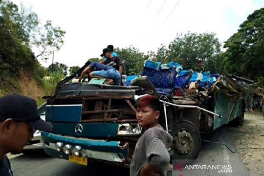 Enam penumpang tewas dalam kecelakaan maut di Kuantan Singingi Riau