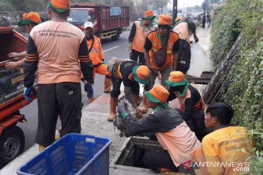 Gorong-gorong dikeruk di Kebon Jeruk antisipasi banjir