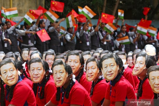 Presiden Xi Jinping mendarat di India di tengah protes Tibet