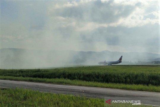 Kebakaran lahan di bandara Kendari