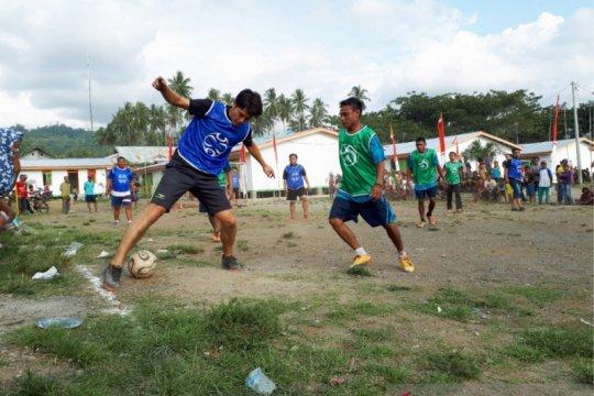 Klub sepakbola divisi utama Jepang hibur pengungsi bencana Donggala