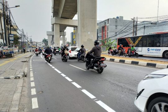 Sudinhub Jaksel lanjutkan pembangunan marka jalur sepeda fase dua