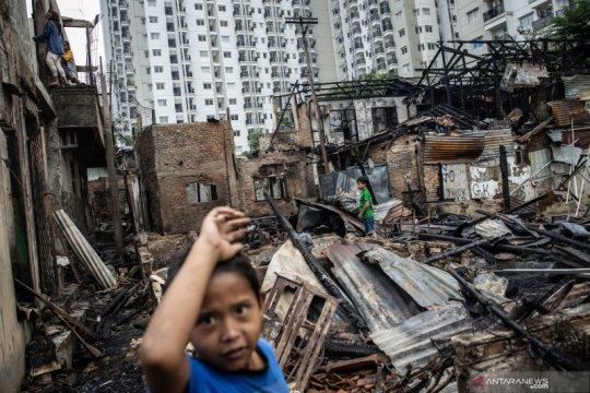 Pasca kebakaran permukiman semi permanen di Cawang