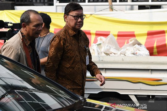 Mendagri sebut Wiranto sudah bisa bersalaman, Mentan prihatin