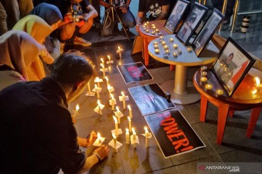 Koalisi masyarakat sipil gelar malam renungan di Gedung KPK