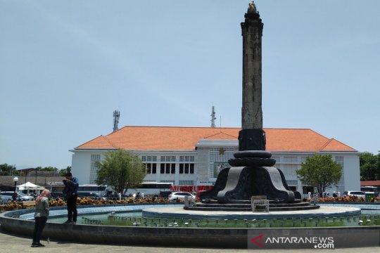 Beberapa warga Semarang buktikan fenomena hari tanpa bayangan