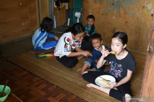 Puluhan siswa SMP hidup bersama masyarakat di Kampung Akuarium
