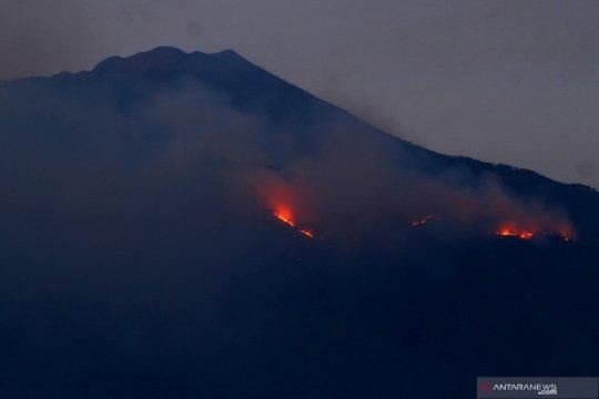 Kebakaran di lereng Gunung Arjuno