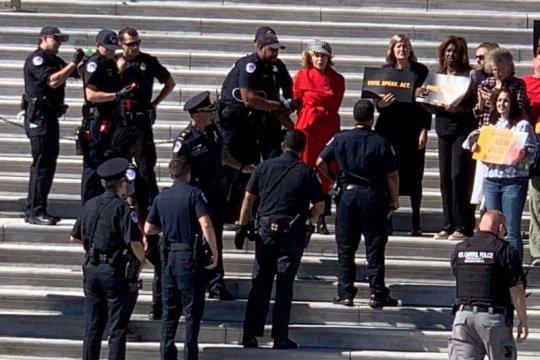 Demo perubahan iklim, aktris senior Jane Fonda diciduk polisi