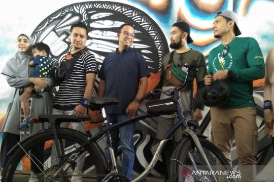 Anies bagikan tips bersepeda di Jakarta