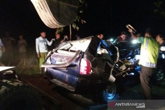 Mobil tertimpa pohon di Situbondo, tiga penumpang meninggal