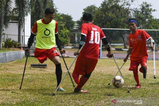 Latihan tim Garuda Indonesia Amputee Football