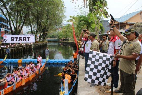 32 peserta ikuti lomba dayung perahu naga HUT-TNI