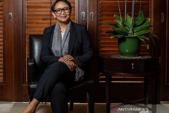 Fesyen Retno Marsudi tidak terpisahkan dari aksesori