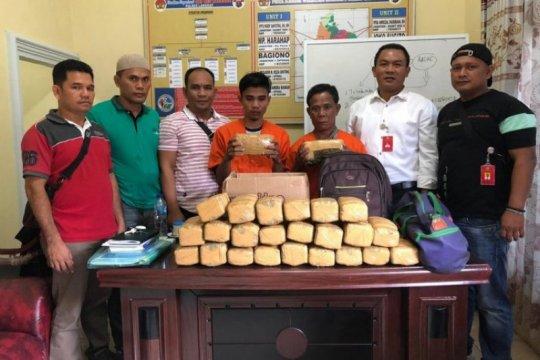 Polres Langkat tangkap dua pembawa 25 kilogram ganja dari Aceh