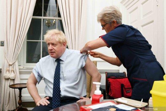 Ketika Kepala Pemerintahan Inggris mendapat suntikan anti flu
