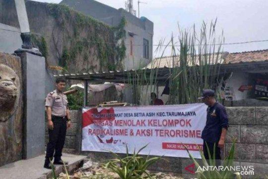 Bekasi sebar spanduk tolak radikalisme dan aksi terorisme