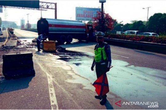 Lalin GT Kapuk padat imbas kecelakaan truk tangki
