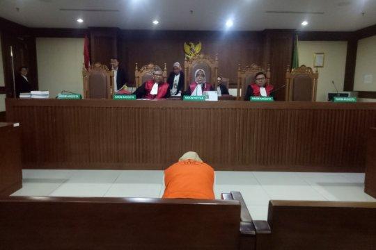 """Perekam video """"Penggal Jokowi"""" sujud syukur usai divonis bebas"""