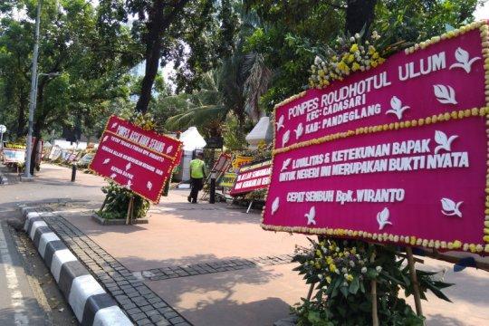 Karangan bunga untuk Menkopolhukam Wiranto agar cepat sembuh