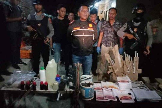 Densus 88 ciduk terduga teroris Cirebon jaringan JAD