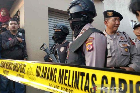 Polisi kembali geledah rumah terduga teroris Cirebon