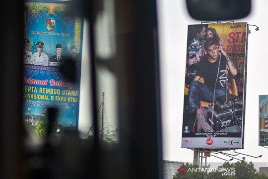 Billboard unik Justin Bieber di warung STMJ hiasi Kota Pekanbaru