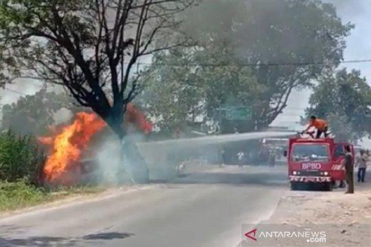 Minibus diduga angkut BBM terbakar di dekat SPBU Kudus