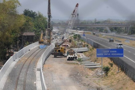 Pembangunan jalur kereta api bandara Adi Soemarmo Page 1 Small