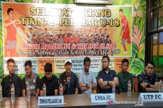 Sepak Bola - Timnas Pelajar U-18 beruji coba di Solo