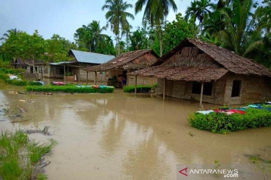 Hujan sebabkan ratusan rumah di Nias terendam banjir