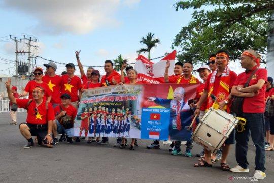 Suporter timnas Vietnam ke Bali saksikan laga sekaligus berlibur