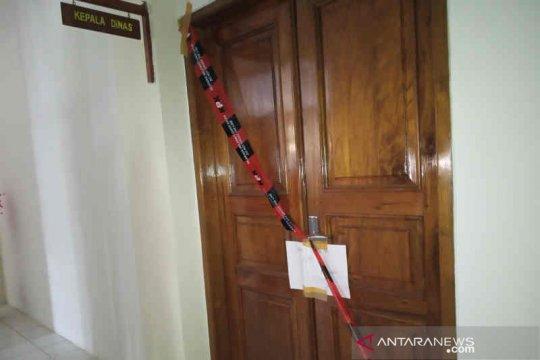 Dua ruangan Dinas PUPR Indramayu disegel KPK