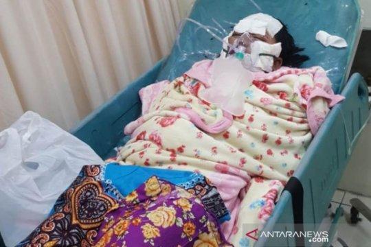Polisi kejar suami yang bakar istrinya di Surabaya