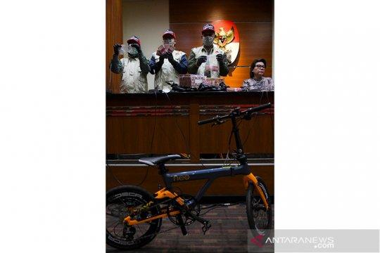 KPK turut amankan sepeda terkait OTT Bupati Indramayu