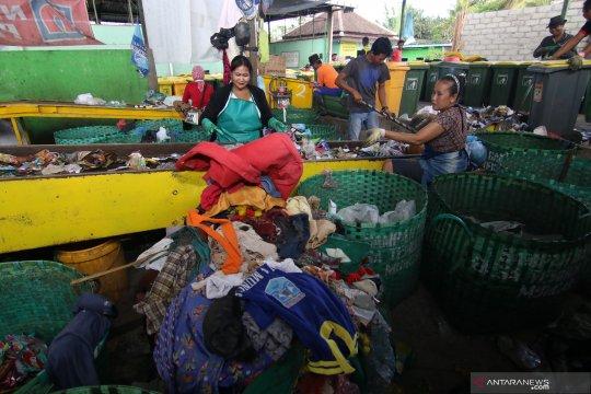 Pengelolaan sampah oleh Bumdes
