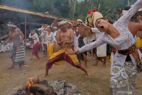 Tradisi Daratan di Karangasem