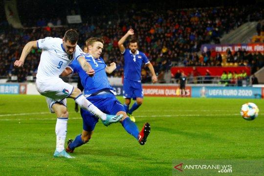 Kualifikasi Piala Eropa 2020 - Aksi Belotti saat Italia cukur Liechtenstein 5-0