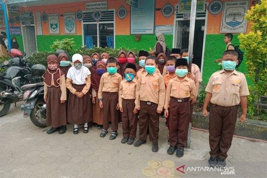 Mengurangi paparan asap siswa kenakan masker