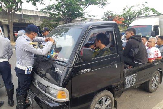 Sudinhub Jakarta Barat tilang sepuluh Kendaraan angkutan