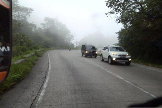 Kabut asap kian pekat selimuti Padang, jarak pandang tiga kilometer