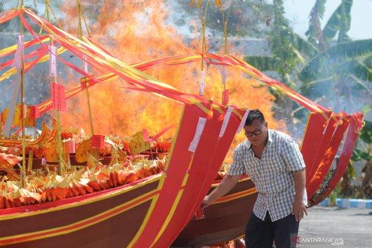 Ritual kenaikan Dewi Kwan Im ke nirwana