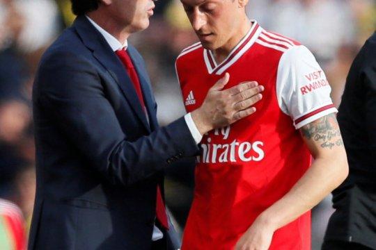 Unai Emery belum tutup pintu bagi Mesut Ozil di Arsenal