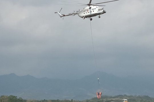 Operasi water bombing Gunung Arjuno terkendala cuaca